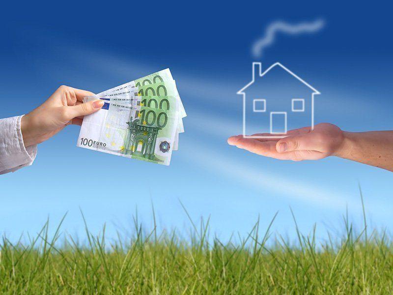 Nachfinanzierung geht ins Geld - Eine Person, die im Gras steht - Grundeigentum