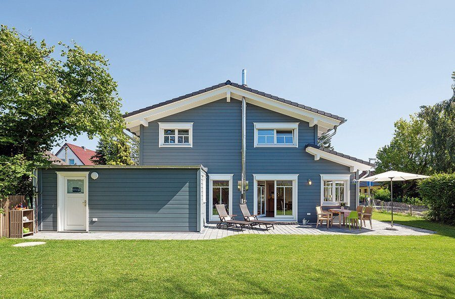 Blaues Holzhaus von Stommel-Haus.