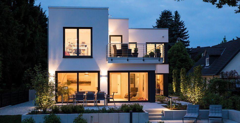 Nachtaufnahne Haus im Bauhausstil