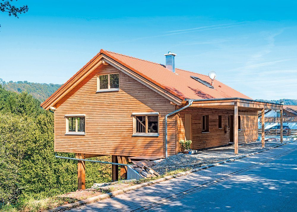 Holzhaus auf Holzstuetzen