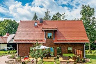 Holzhaus mit Garten