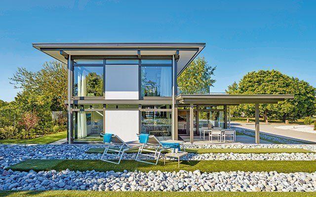 Haus mit großen Fenstern