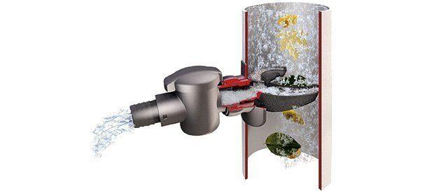 """Dieser patentierte Fallrohrfilter """"Speedy"""" ist nach Herstellerangaben in nur fünf Minuten montiert und sorgt für stets sauberes Regenwasser aus der Tonne. (Graf)"""
