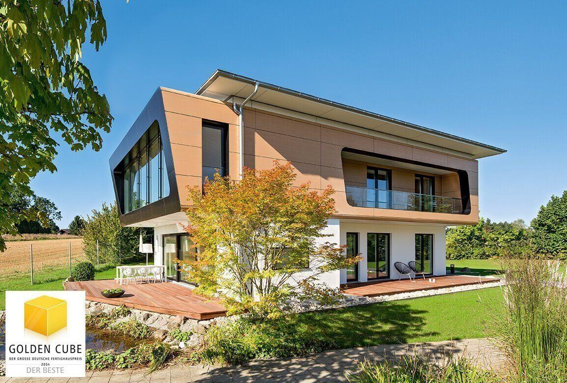 Musterhaus Ambienti+ - Ein Haus, das ein Schild an der Seite eines Gebäudes hat - Haus