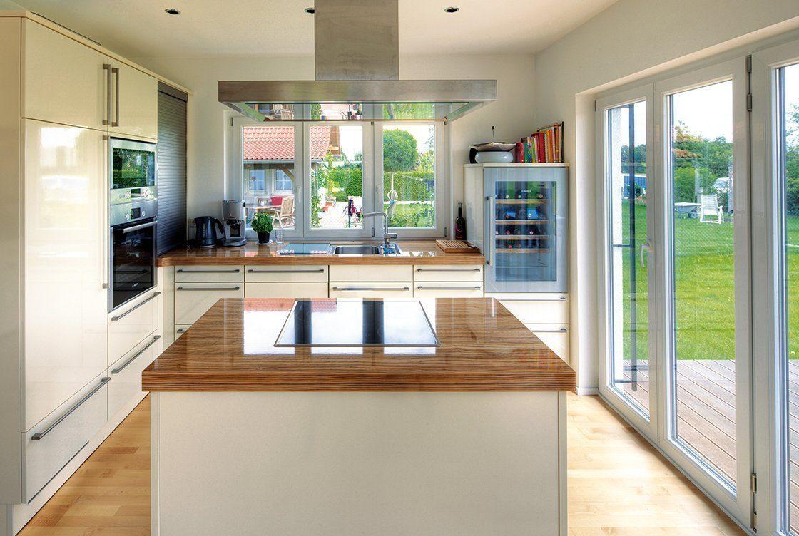 Vitalhaus Hochburg - Eine Küche mit einem großen Fenster - Haus