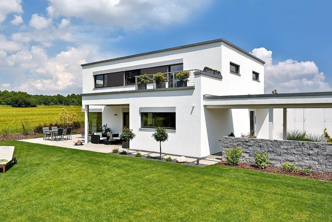 Vitalhaus Schwabach - Eine große Wiese vor einem Haus - Haus