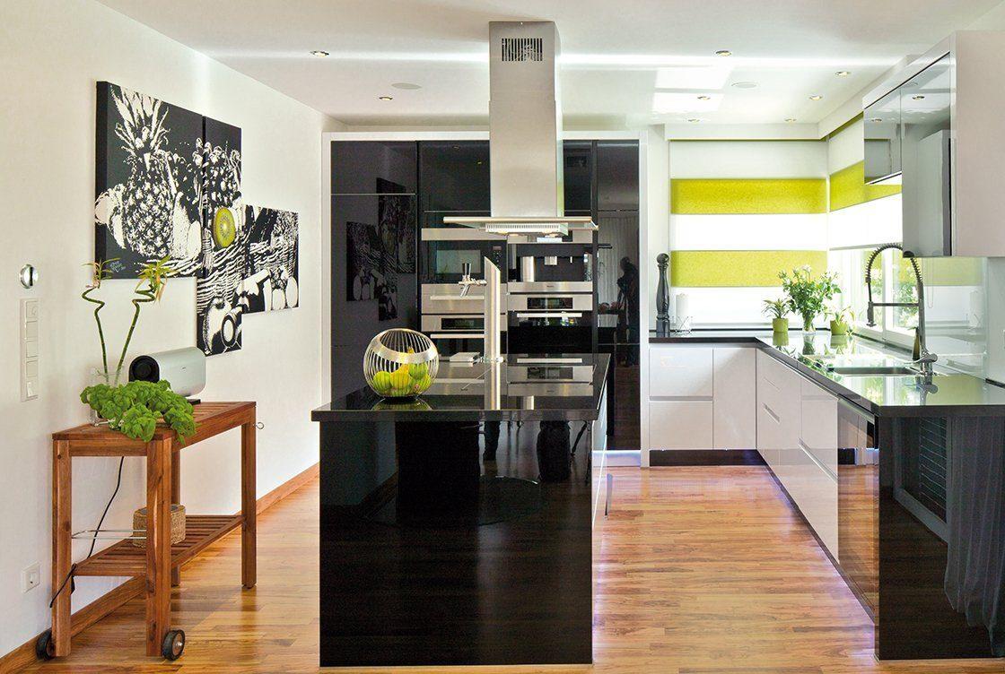 Vitalhaus Seehausen - Ein Wohnzimmer voller Möbel auf einem harten Holzboden - Interior Design Services