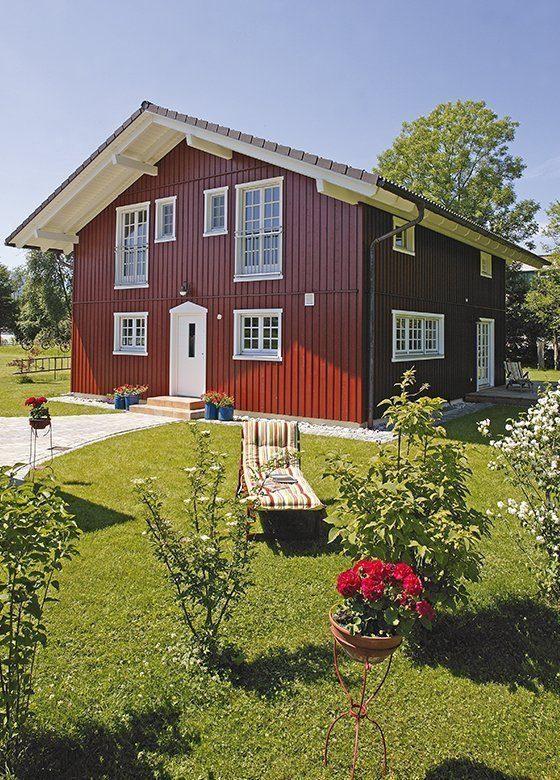 Vitalhaus Eva - Eine große Wiese vor einem Haus - Holzhaus