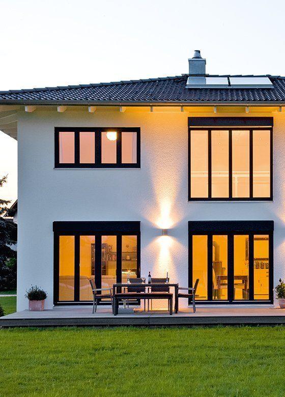 Vitalhaus Hochburg - Eine Nahaufnahme von einem gelben Gebäude - Fassade