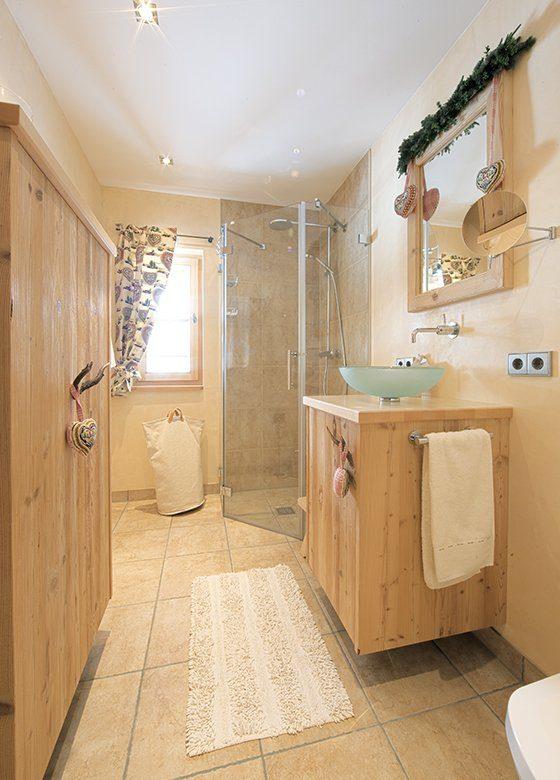 Vitalhaus Kirchberg - Ein zimmer mit waschbecken und spiegel - Interior Design Services