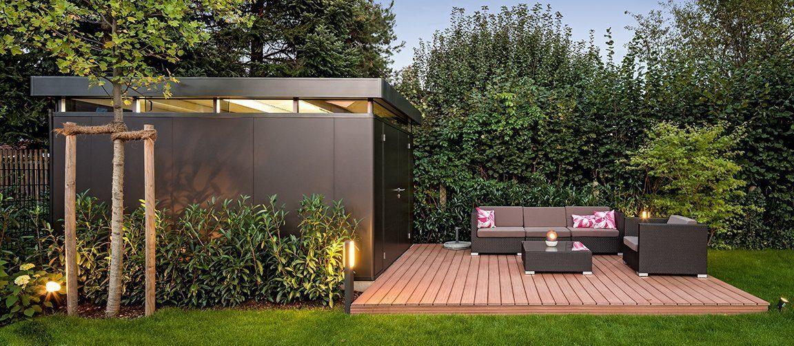 Vitalhaus München - Eine Bank in einem Garten - Gartenhaus