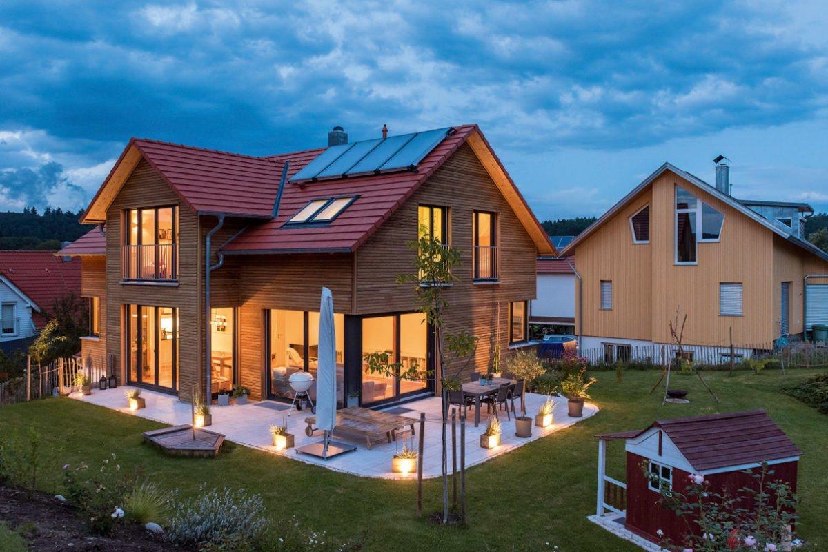 Design 193 - Ein kleines haus im hintergrund - Holzhaus