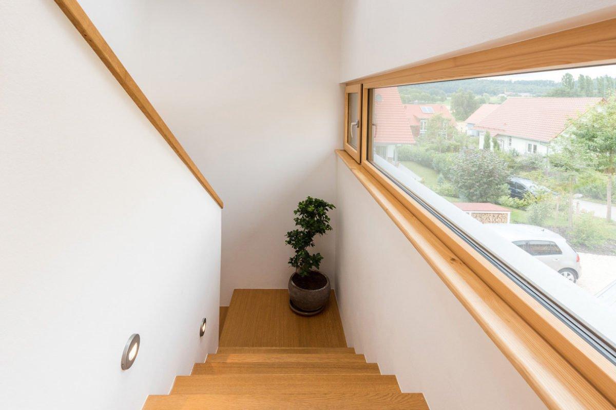 Design 193 - Eine Nahaufnahme von einem Fenster - Holzhaus
