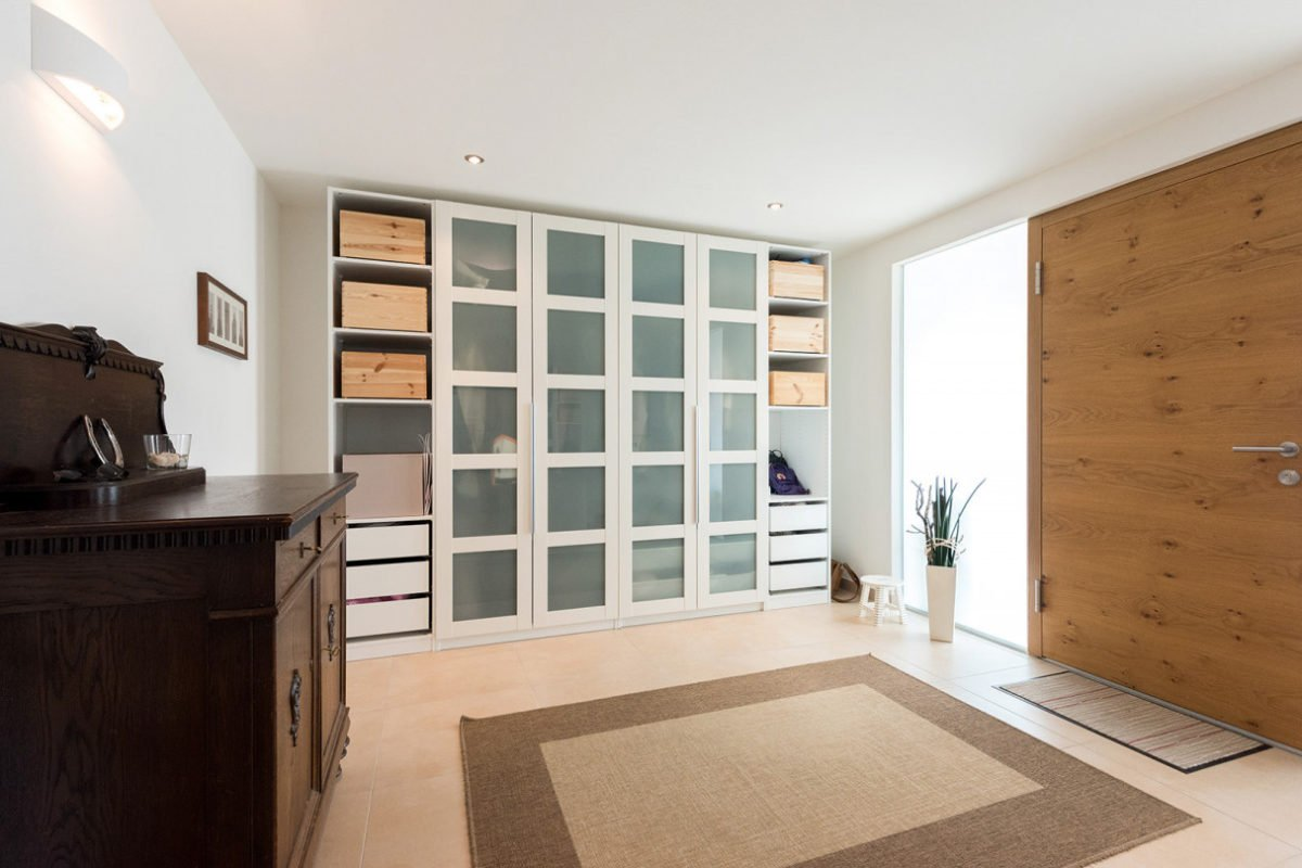 Design 193 - Ein Raum voller Möbel und ein großes Fenster - Interior Design Services