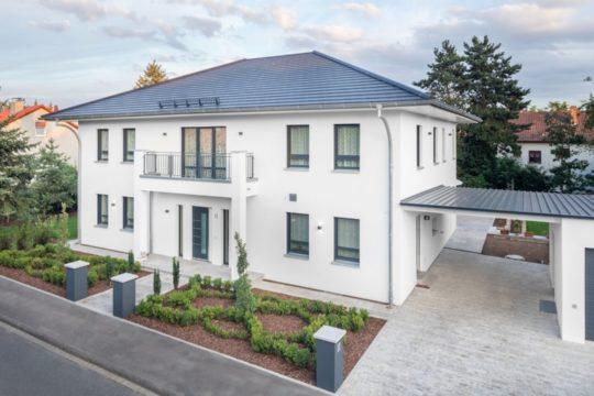 Haus Wiesentheid - Ein großes weißes Haus - Haus