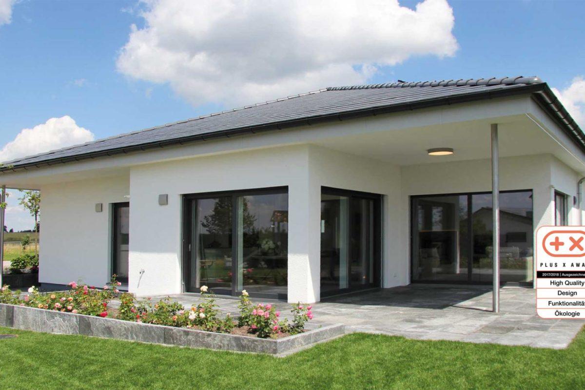 Musterhaus Bungalow Vita - Ein schild vor einem haus - Villa