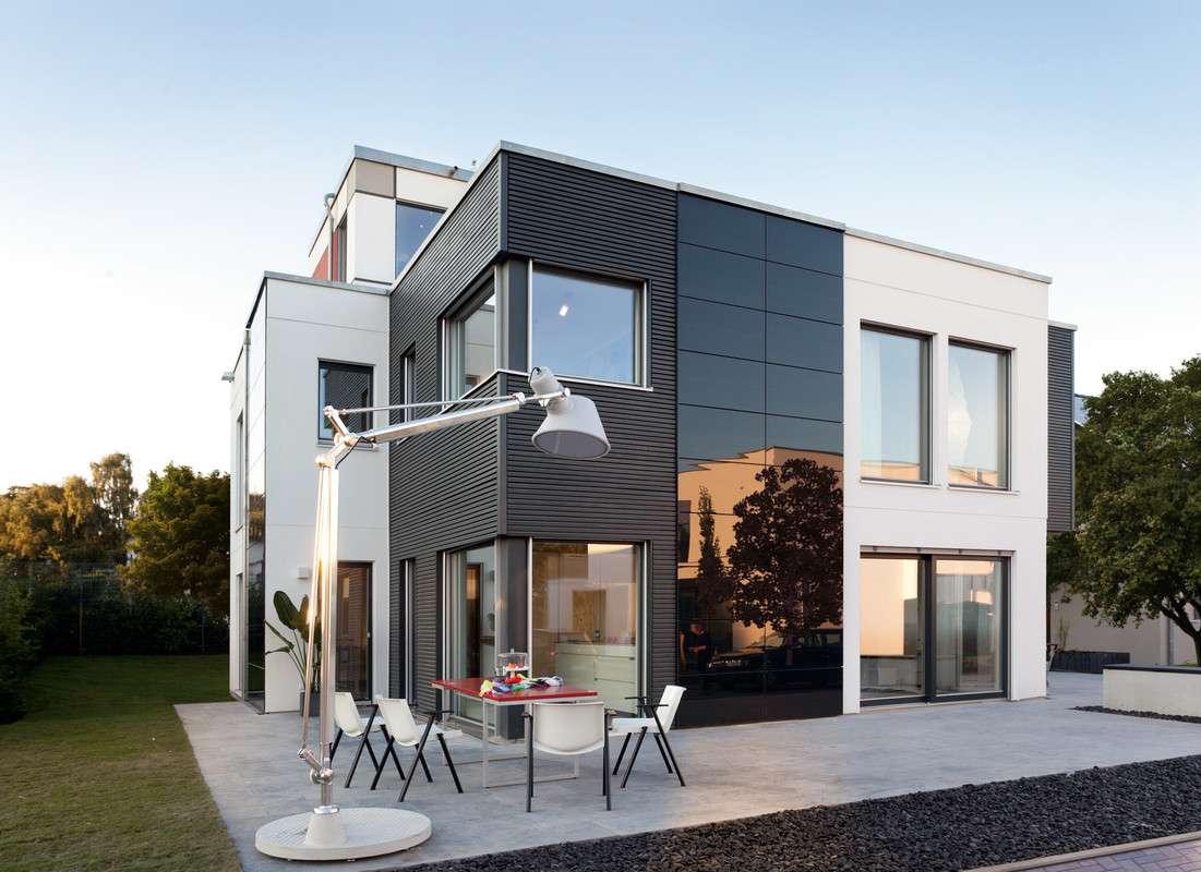 Kubushaus Modern - Eine Bank vor einem Haus - Haus