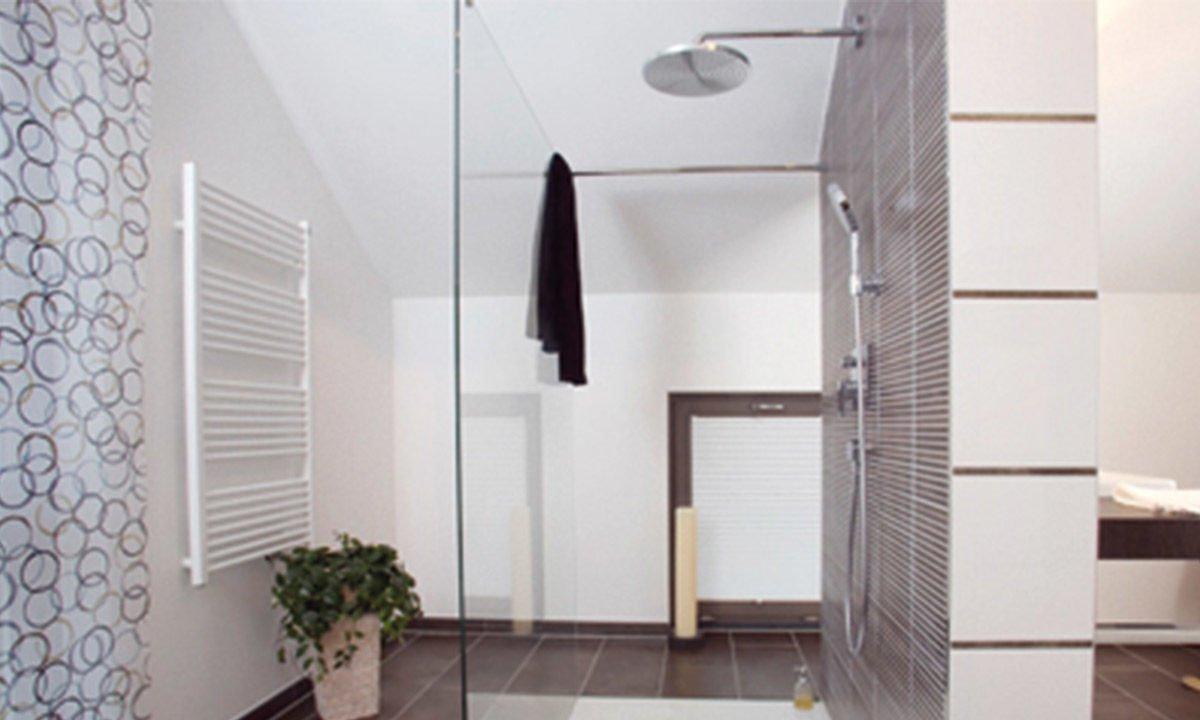 Musterhaus Erlangen - Ein Raum mit weißen Wänden - Haus