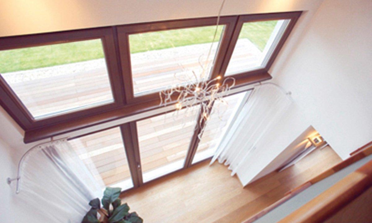 Musterhaus Erlangen - Ein Schlafzimmer mit einem Bett und einem Fenster - Haus
