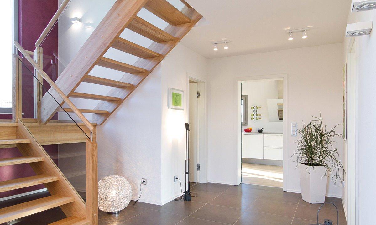 Musterhaus Köln - Ein Zimmer mit Holzboden - Haus