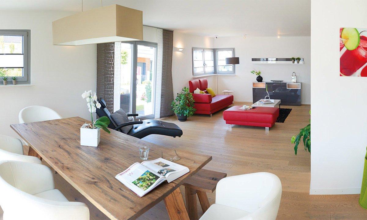 Musterhaus Köln - Ein Wohnzimmer mit Möbeln und einem Tisch - Wohnzimmer