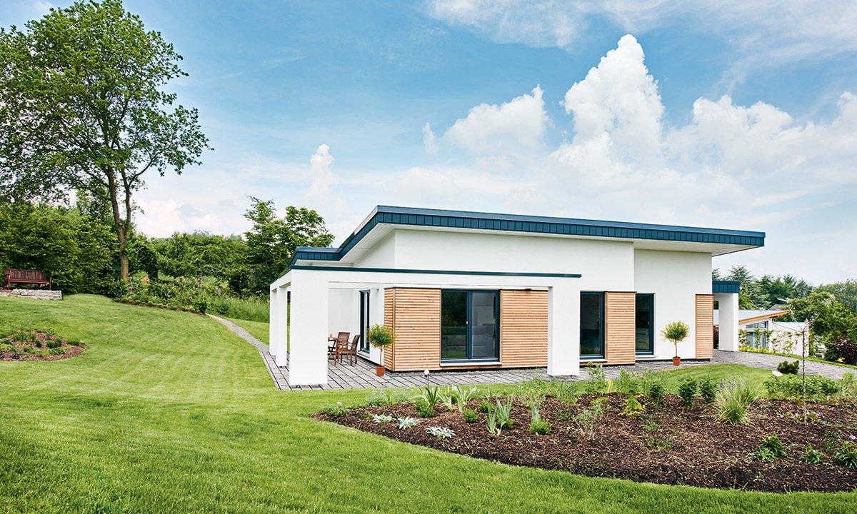 Nivelo - Ein Haus mit einer Wiese - Haus