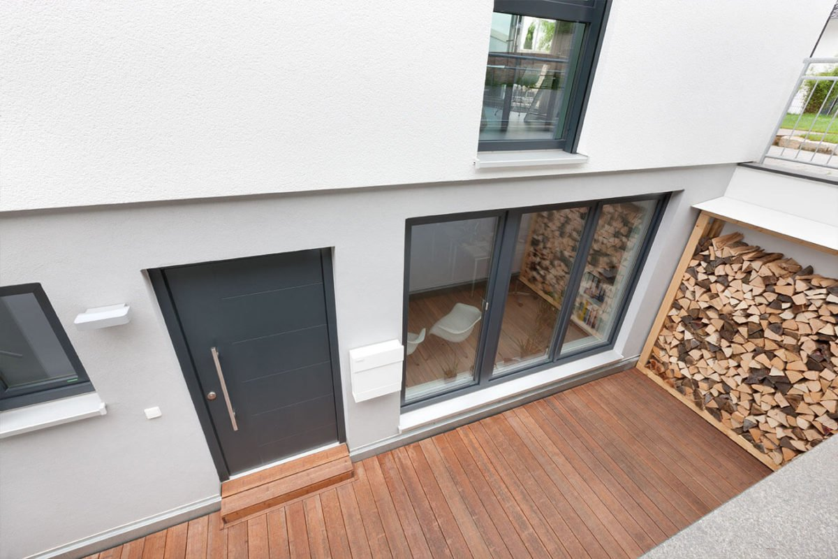 Haus U 089 - Ein Herd Backofen sitzt in einem Gebäude - Interior Design Services