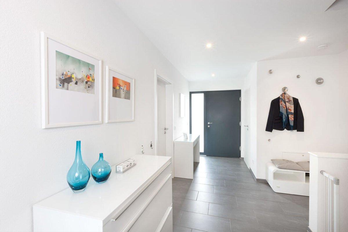 Haus U 089 - Ein Raum mit einem großen Spiegel - Interior Design Services