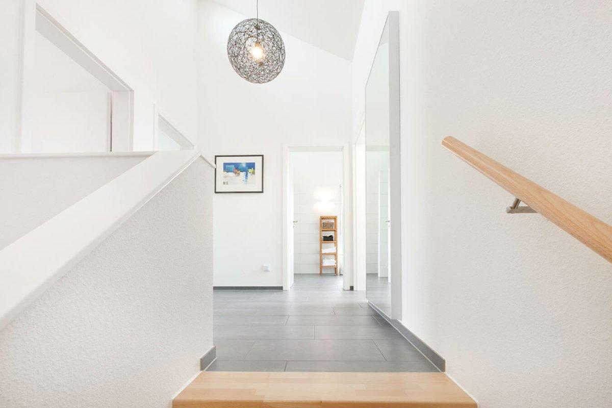 Haus U 089 - Ein zimmer mit waschbecken und spiegel - Haus