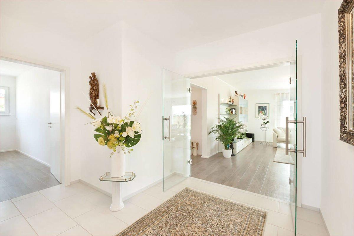 Haus U140 - Ein zimmer mit waschbecken und spiegel - Interior Design Services