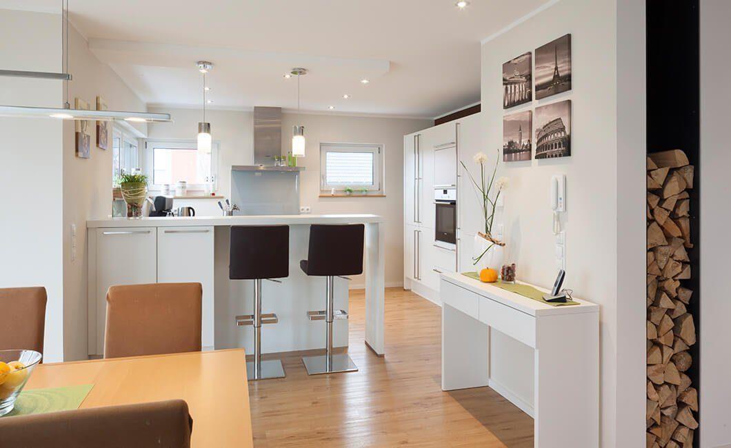 Edition 168 - Ein Wohnzimmer mit Möbeln und einem Spiegel - Wolf-Haus GmbH