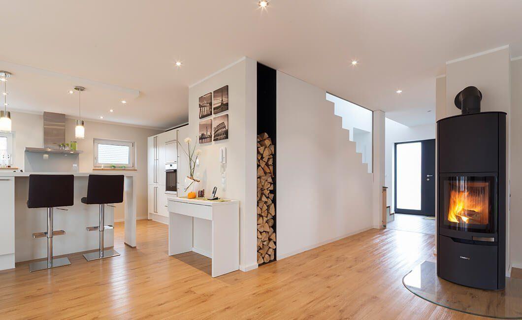 Edition 168 - Ein Wohnzimmer mit Möbeln und einem Kamin - Interior Design Services