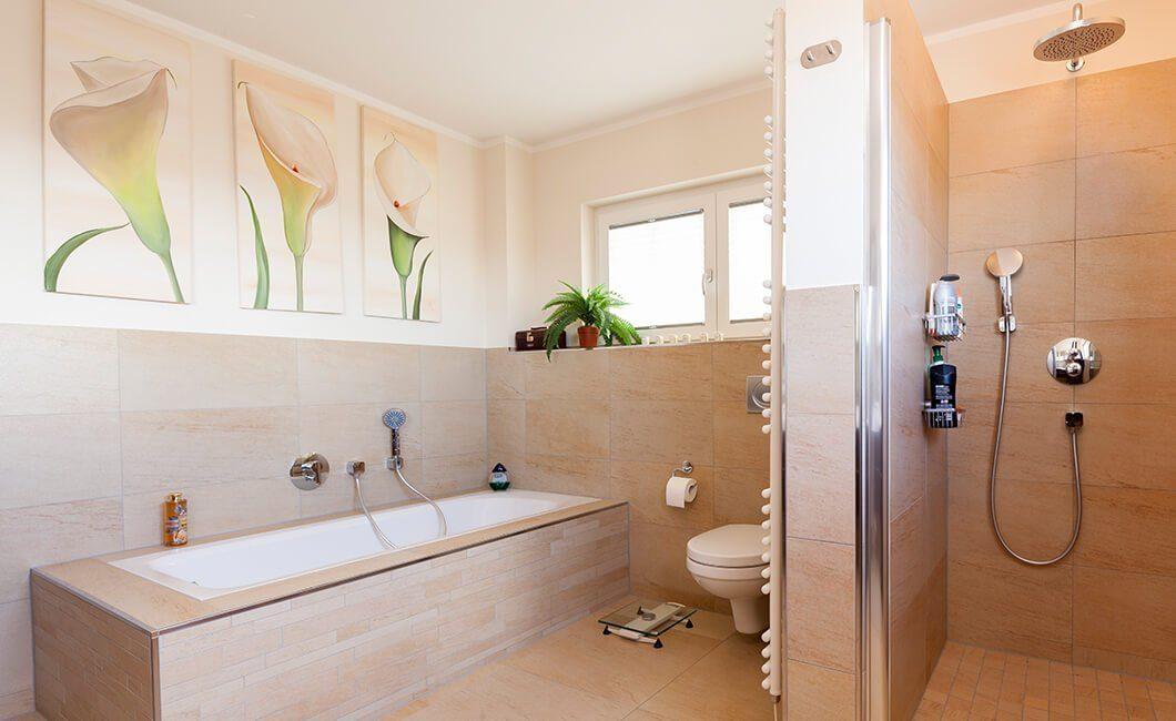 Edition Select 196 - Ein zimmer mit waschbecken und spiegel - Haus