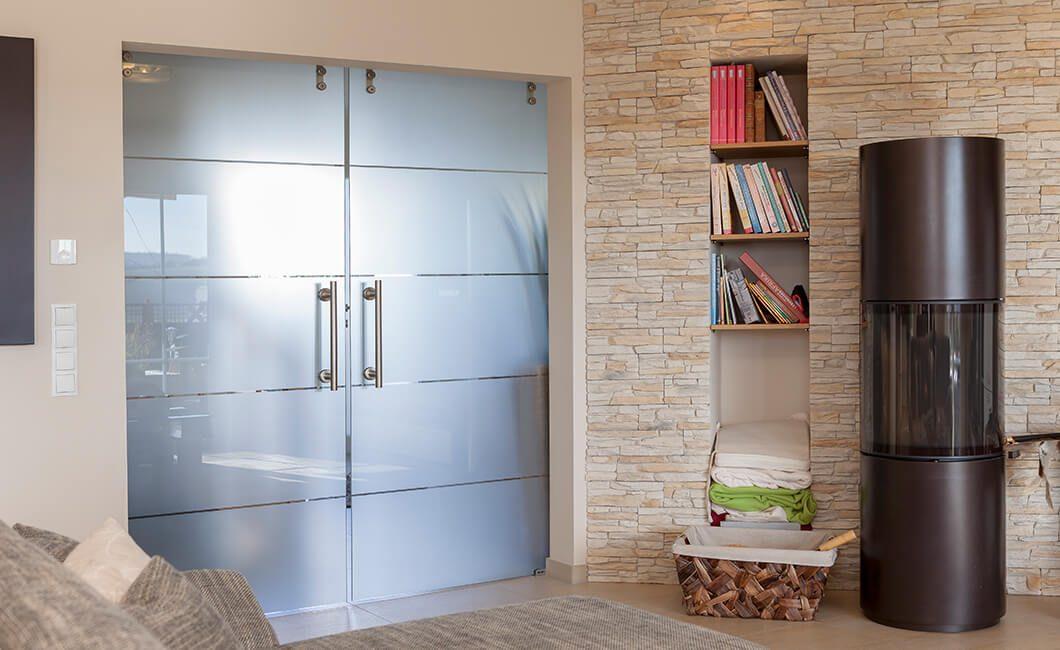 Edition Select 196 - Ein großer weißer Kühlschrank in einer Küche - Haus
