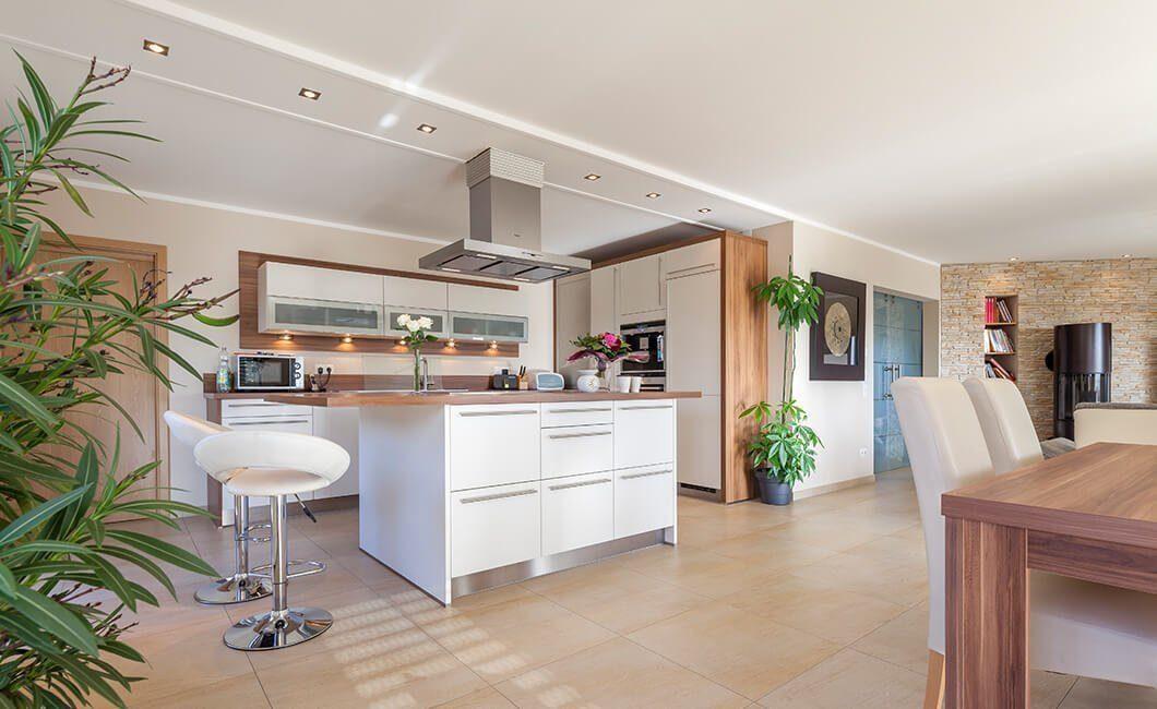 Edition Select 196 - Eine Küche mit einem Esstisch - Haus