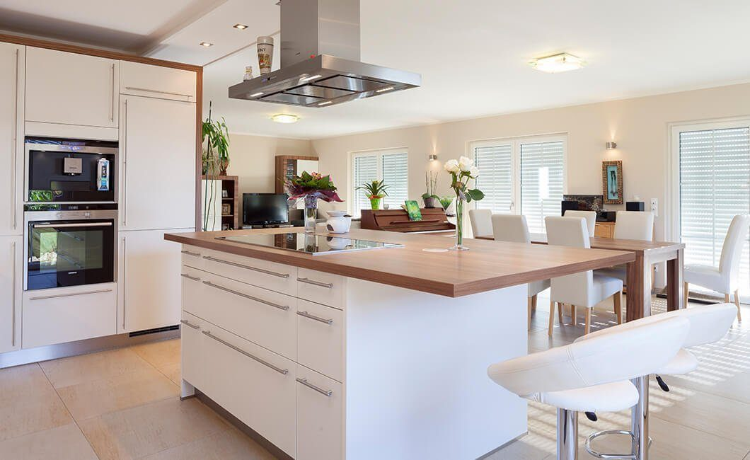 Edition Select 196 - Eine Küche mit einer Insel mitten in einem Raum - Küche