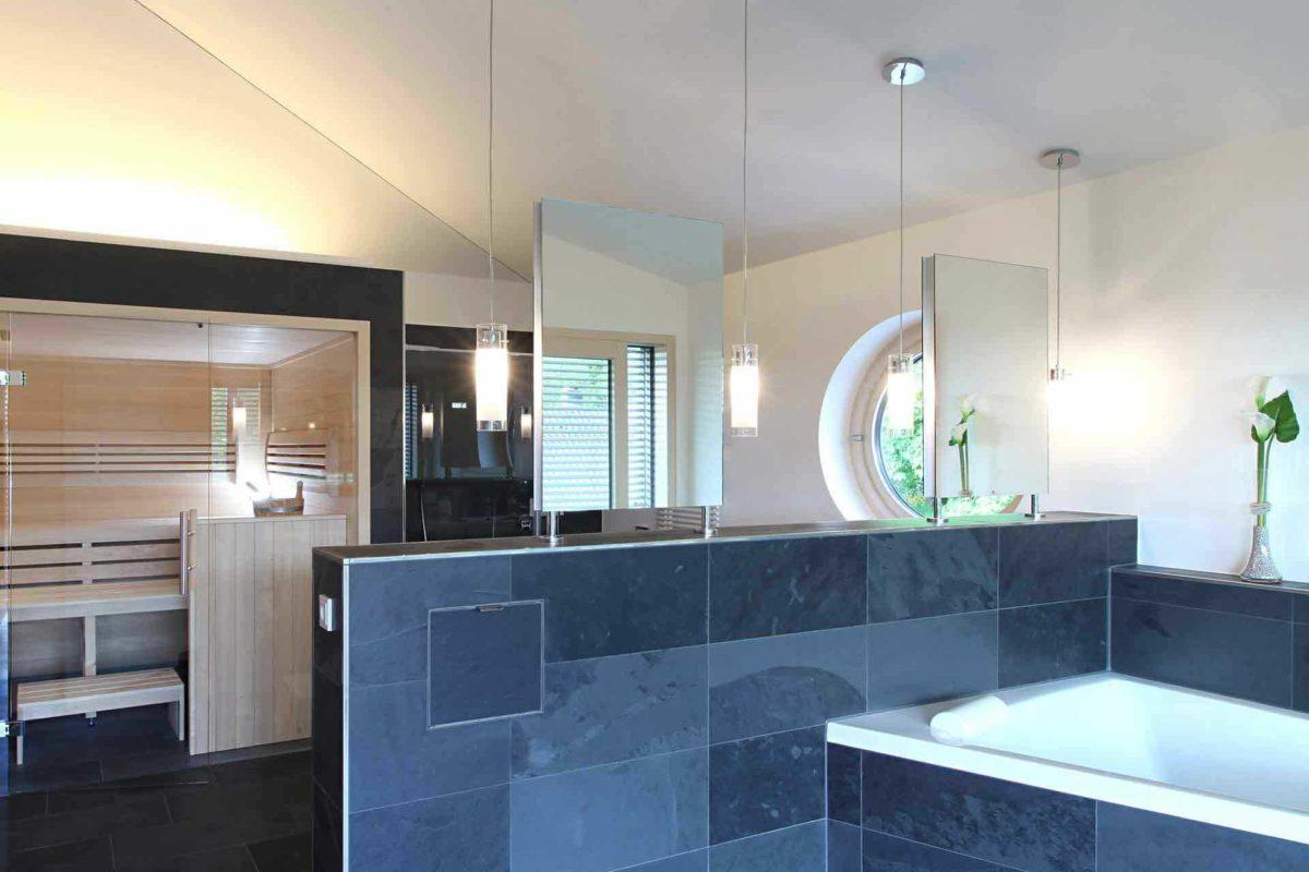 Stadtvilla Riederle - Eine küche mit waschbecken und fenster - Bad