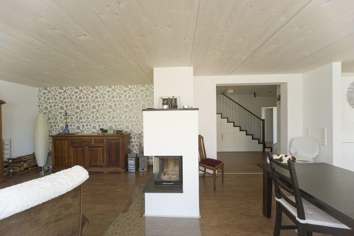 Haus Haug - Ein Raum mit Möbeln und einem Tisch - Interior Design Services