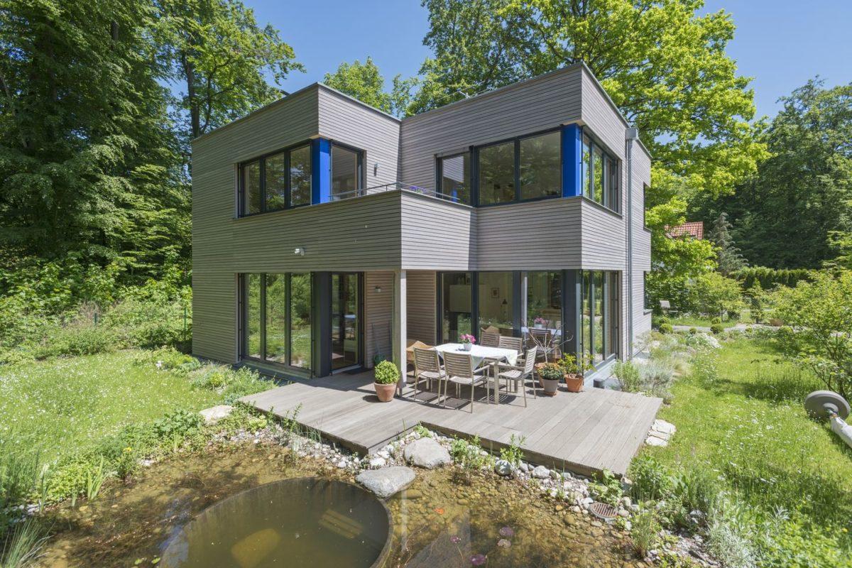 Haus Radtke/Groß - Ein kleines haus in einem garten - Haus