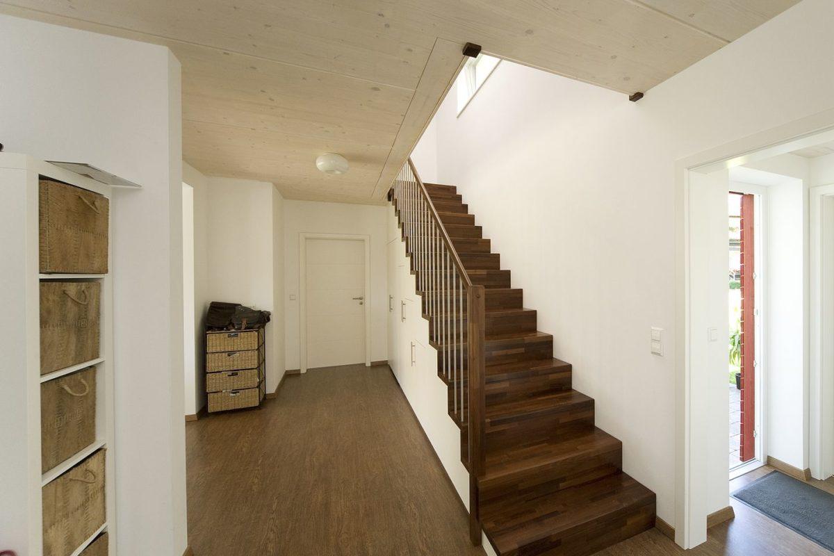 Haus Haug - Ein Raum voller Möbel und Spiegel - Decke