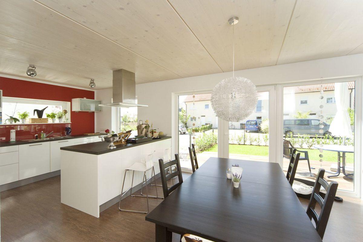 Haus Haug - Ein Esstisch - Interior Design Services