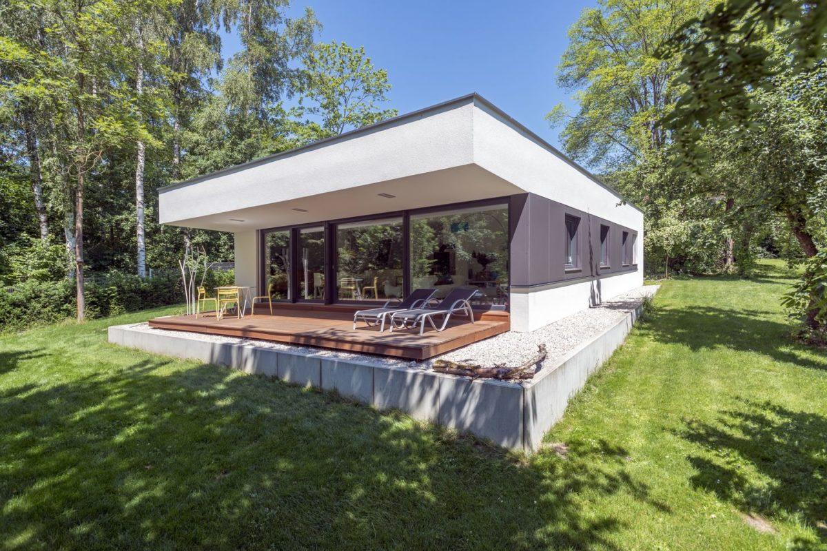 Haus Herold - Eine große Wiese vor einem Haus - Bungalow