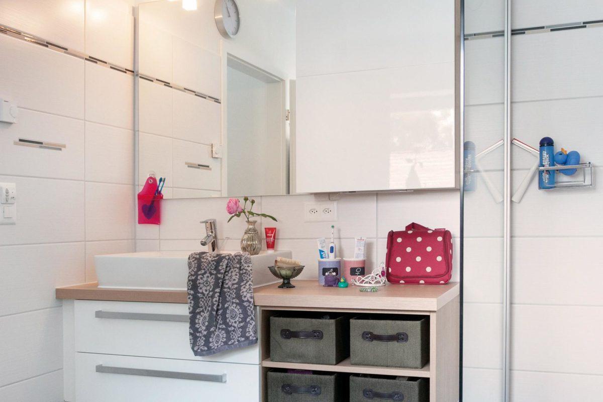 Plan E 20-186.1 - Eine küche mit waschbecken und spiegel - Bad