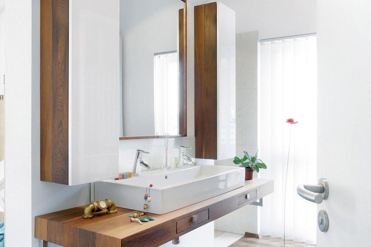 Plan E 15-143.1 - Ein Doppelwaschbecken und ein großer Spiegel - Schwedenhaussiedlung Unna