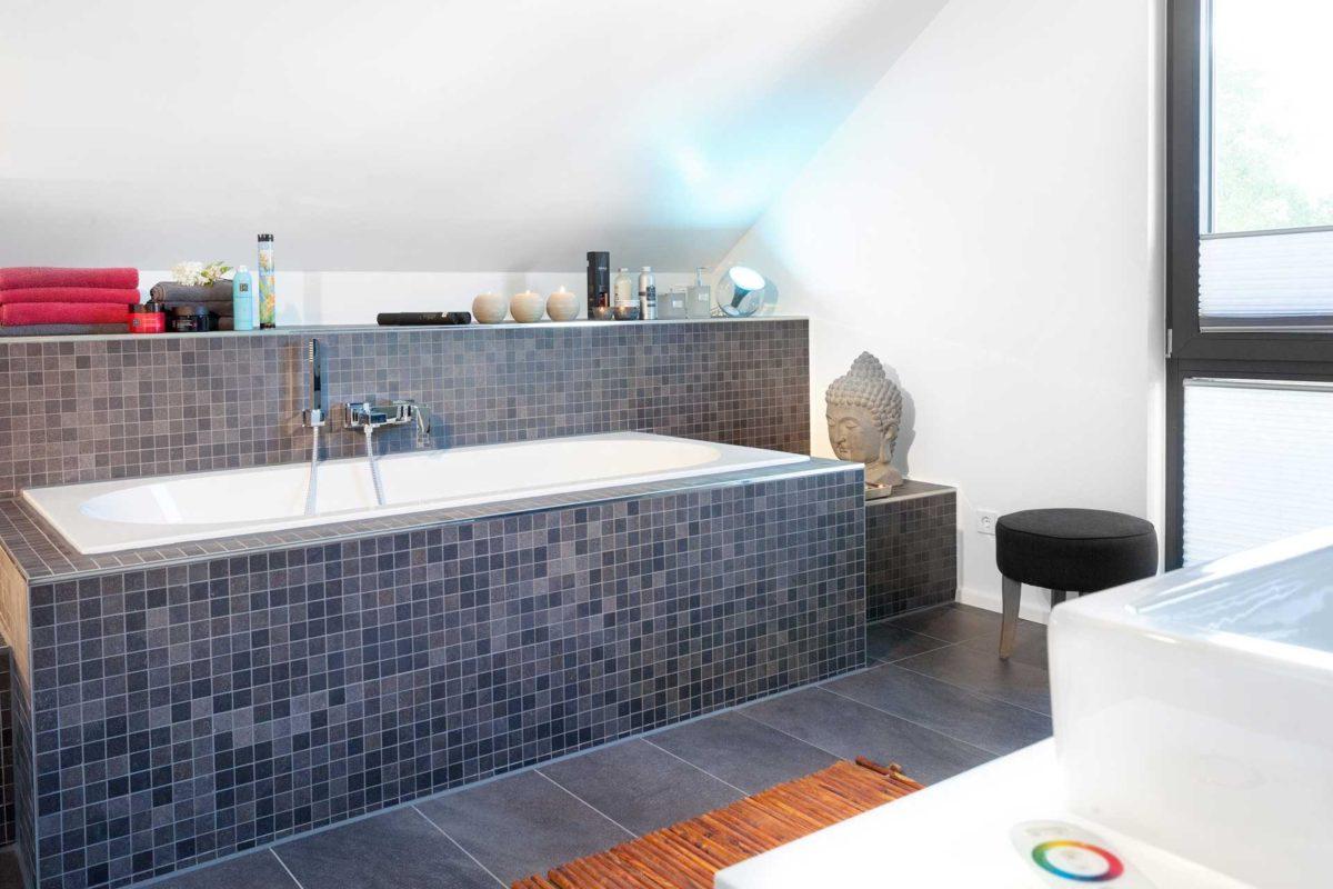 Kundenhaus Rimsa/Heck - Ein Raum mit einem großen Fenster - Bad