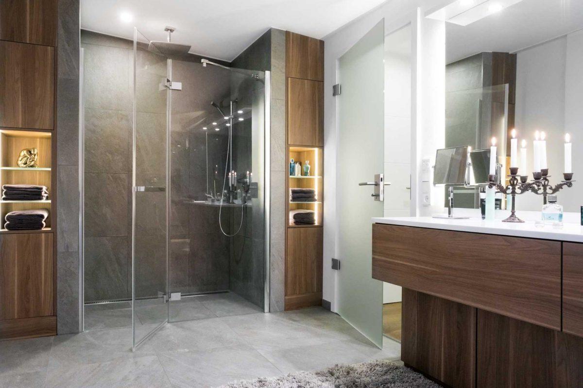 Kundenhaus Günzel - Ein zimmer mit waschbecken und spiegel - Bad