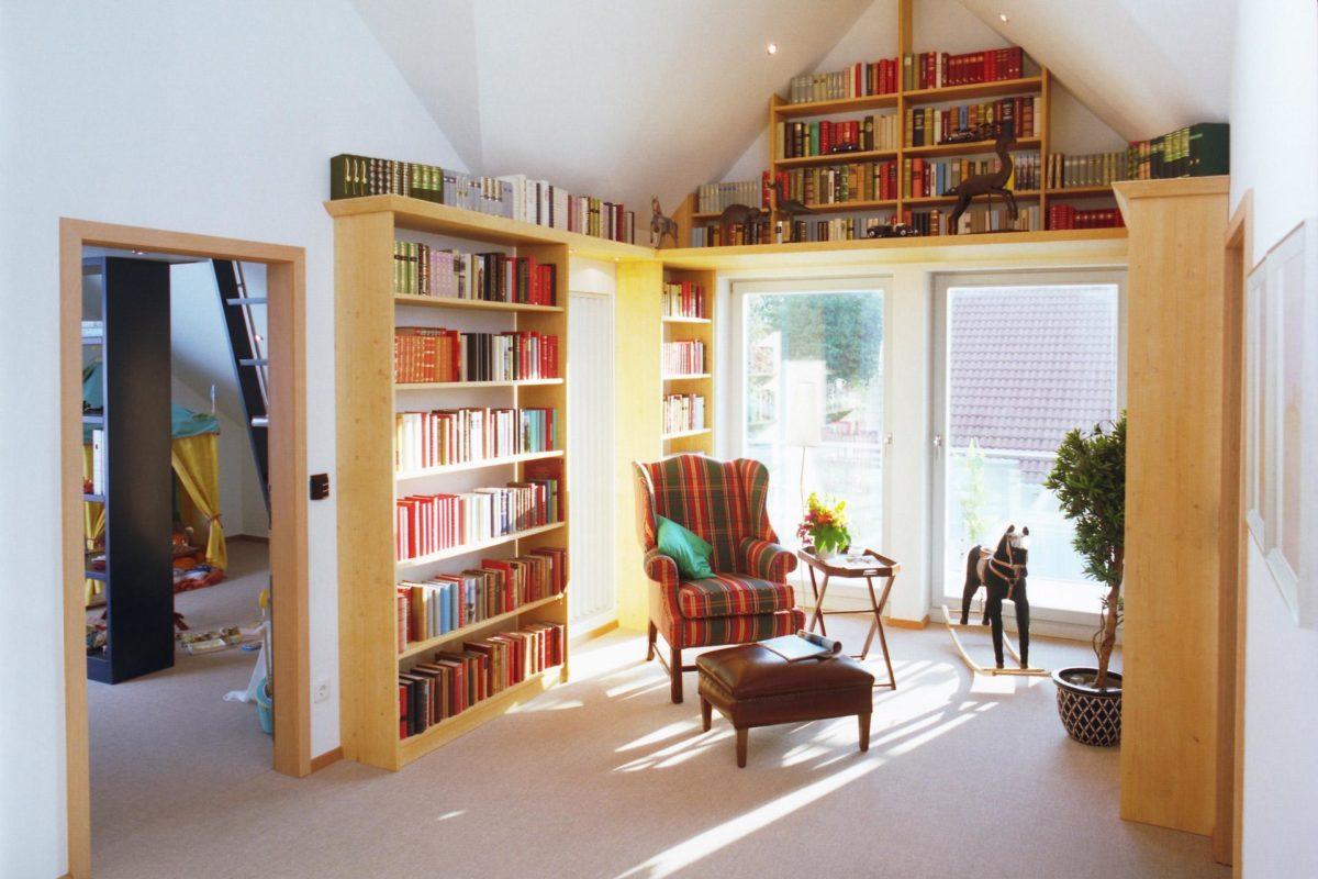Plan E 15-193.1 - Ein Wohnzimmer mit Möbeln und einem Bücherregal - Wintergarten