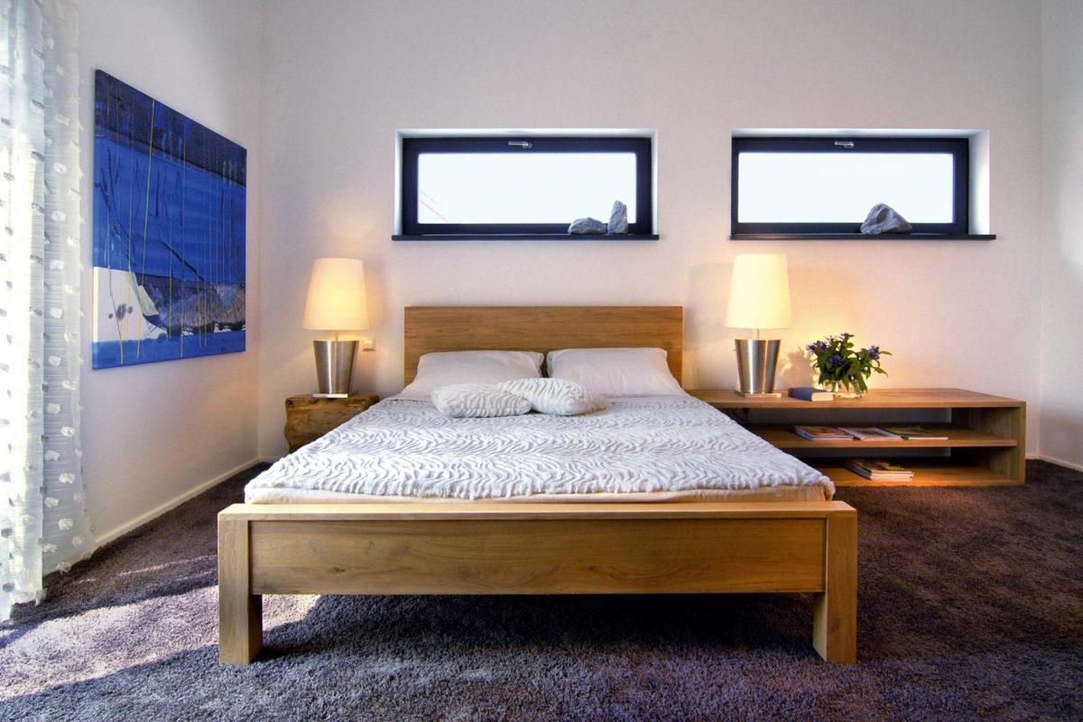 Plan E 15-156.1 - Ein Schlafzimmer mit einem Bett und einem Schreibtisch in einem Raum - Haus