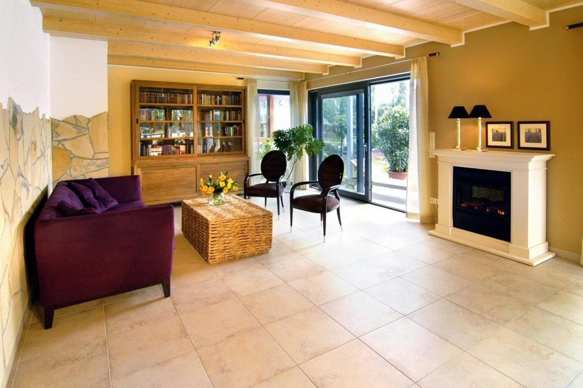 Plan E 15-156.1 - Ein Wohnzimmer mit Möbeln und einem großen Fenster - SchworerHaus KG