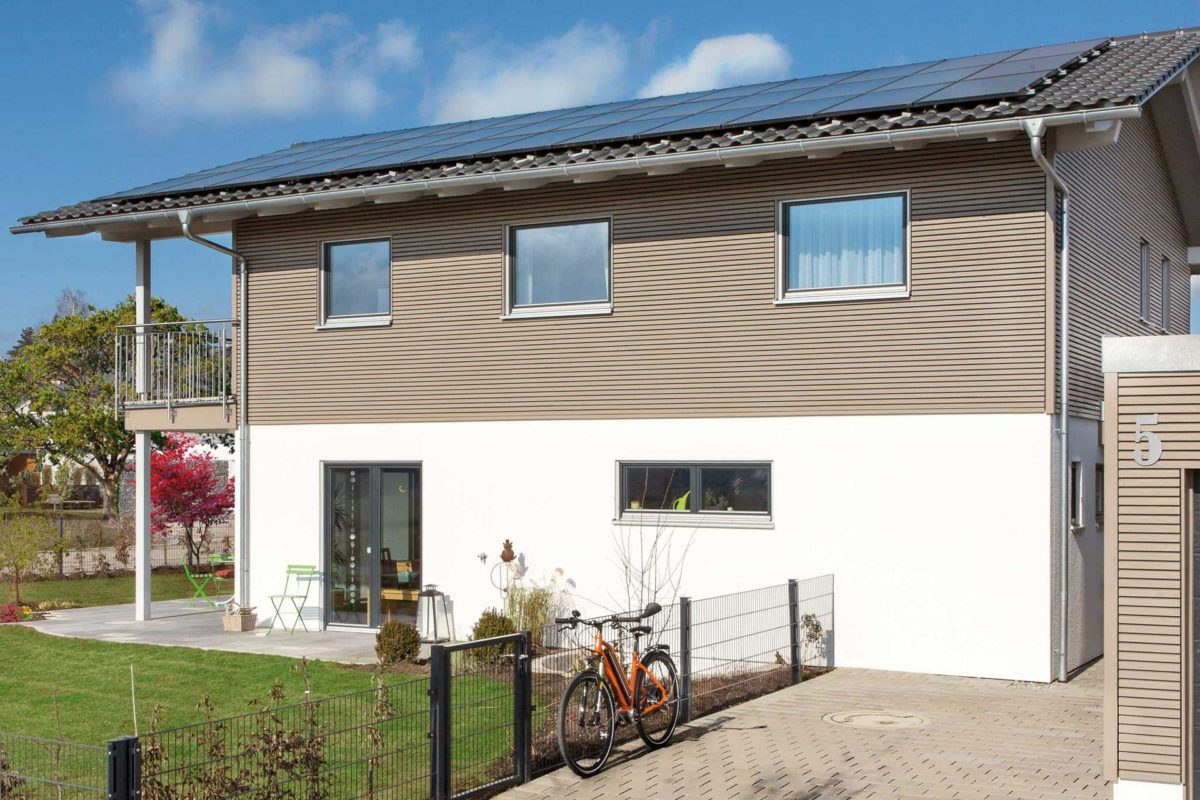 Plan E 15-164.1 - Ein Haus mit Bäumen im Hintergrund - Haus